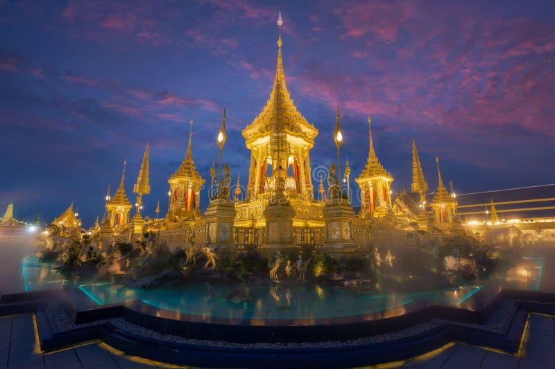 Exposición real de la cremación, Sanam Luang, Bangkok, Tailandia en November19,2017: Crematorio real para la cremación real de su imagen de archivo libre de regalías
