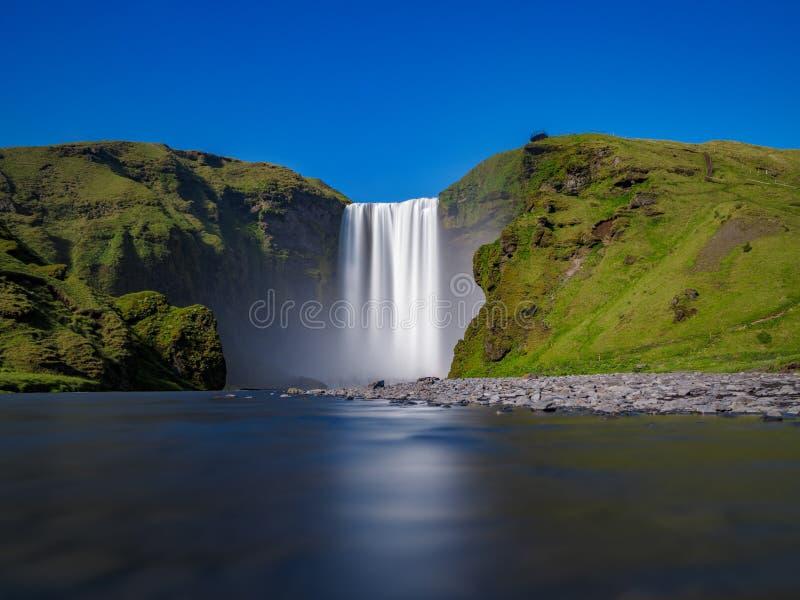 Exposición ultra larga de la cascada de Skogafoss imagen de archivo libre de regalías