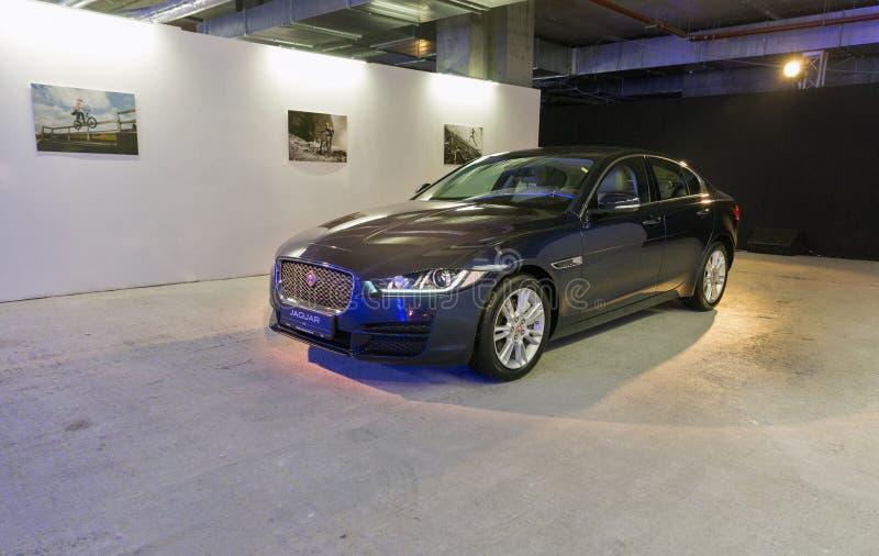 Exposition avec Jaguar XE à Kiev, Ukraine photo stock