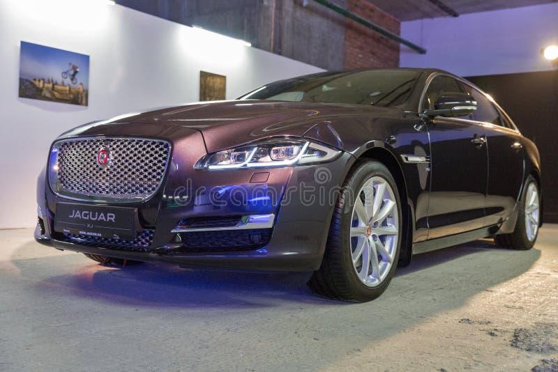 Exposition avec Jaguar XJ à Kiev, Ukraine photo libre de droits