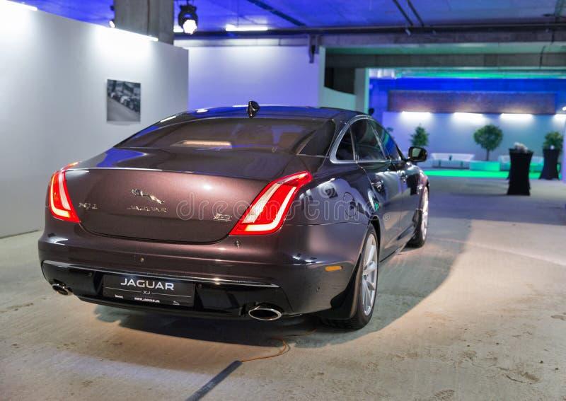 Exposition avec Jaguar XJ à Kiev, Ukraine photo stock