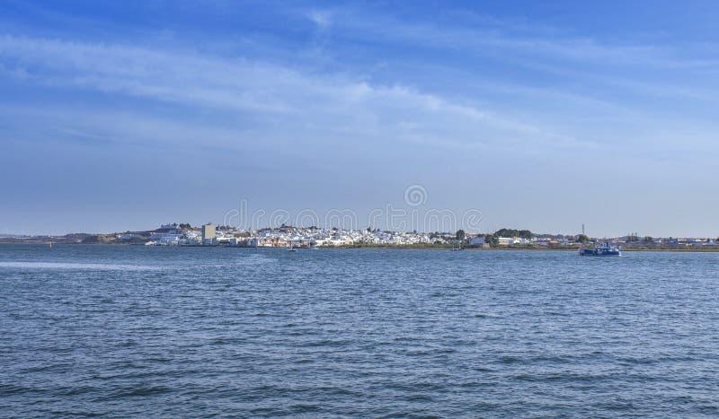 Exposition d'horizon d'Ayamonte des docks de Vila Real de Santo Antonio image stock