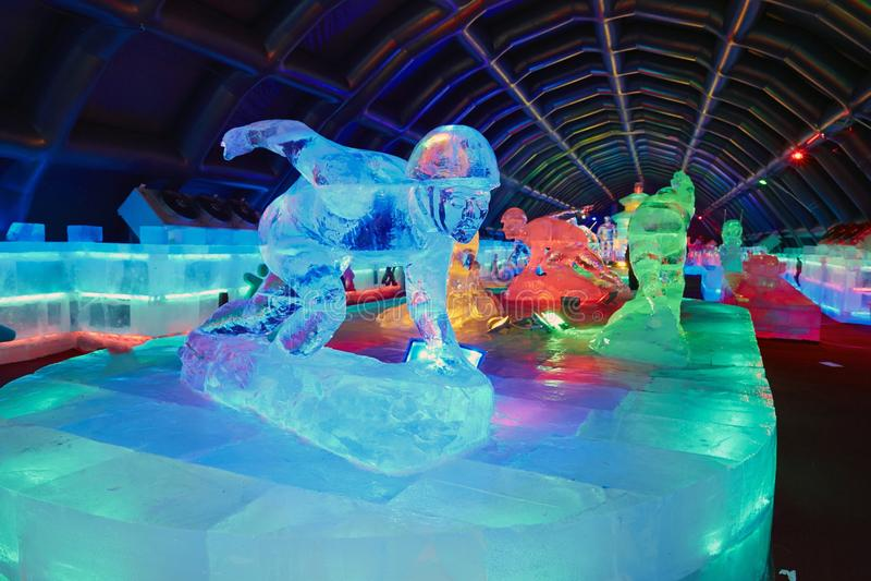 Exposition d'intérieur de sculpture en glace photo libre de droits