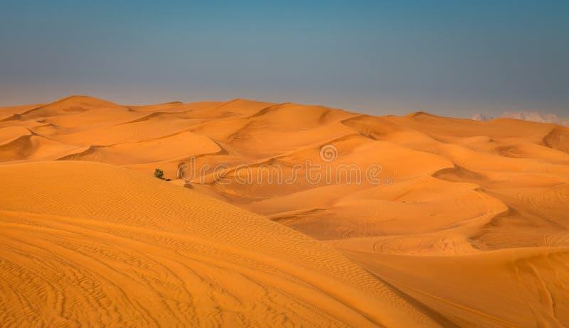 Exposition de coucher du soleil de désert près de Dubaï, Emirats Arabes Unis photos stock