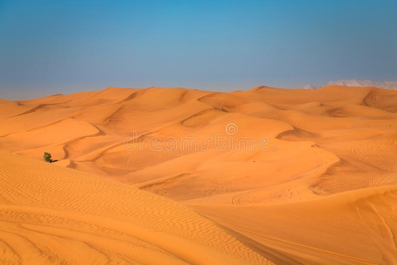 Exposition de coucher du soleil de désert près de Dubaï, Emirats Arabes Unis image libre de droits