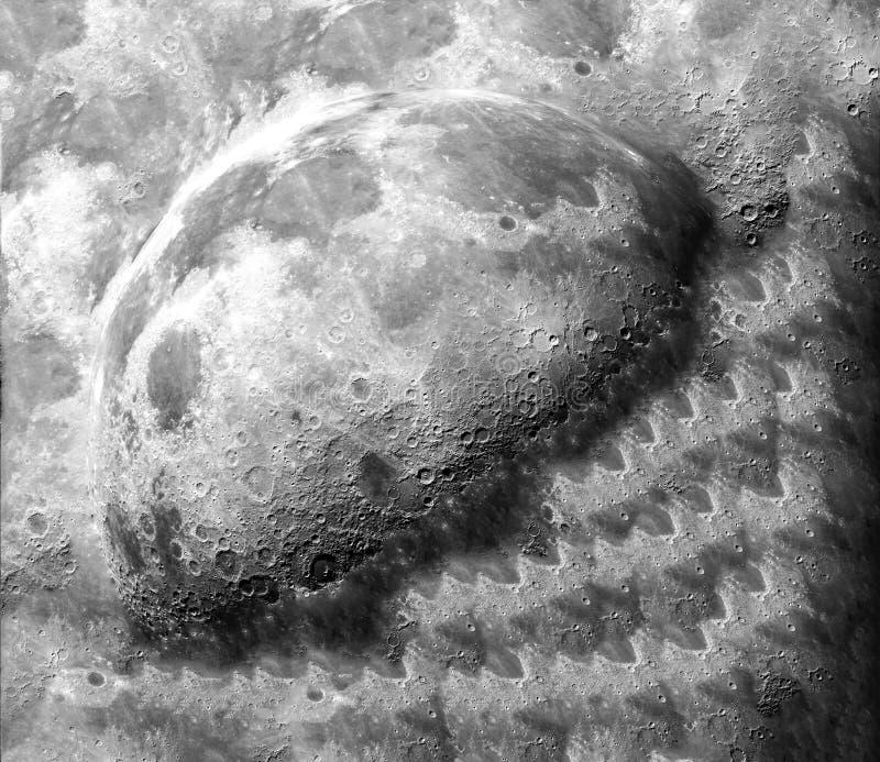 Exposition de demi-lune sur la surface après la terre d'impact image libre de droits