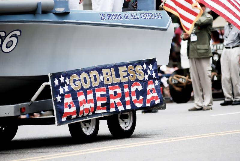 Exposition de drapeau américain sur la 4ème du défilé de juillet image stock