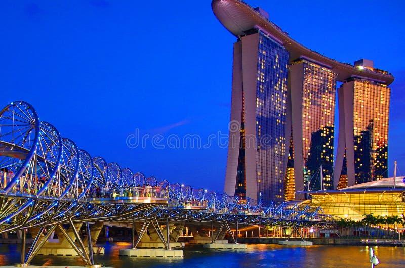 Exposition de laser de Singapour Marina Bay Sand et jardin par la baie photographie stock libre de droits