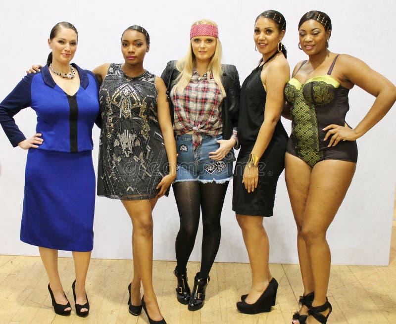 exposition de mode de week-end de mode de Plus-taille février Londres 2014 photos libres de droits