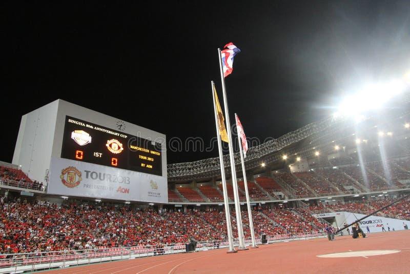 Exposition de panneau de score le score sur la première moitié entre Manchester United contre Singha All Star images stock