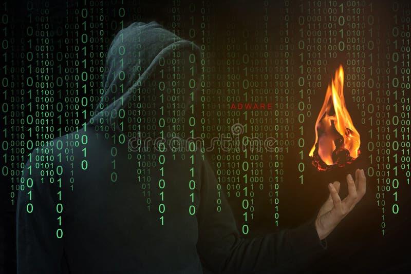 Exposition de pirate informatique un aérolithe en main, concept d'Adware d'aérolithe images stock