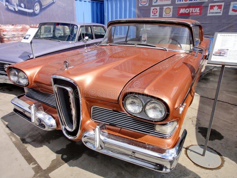 Exposition de r?tros voitures Voiture ?Ford Edsel Corsair ?de Brown, ann?e de la fabrication 1958, puissance 257 3 HP, ETATS-UNIS image stock