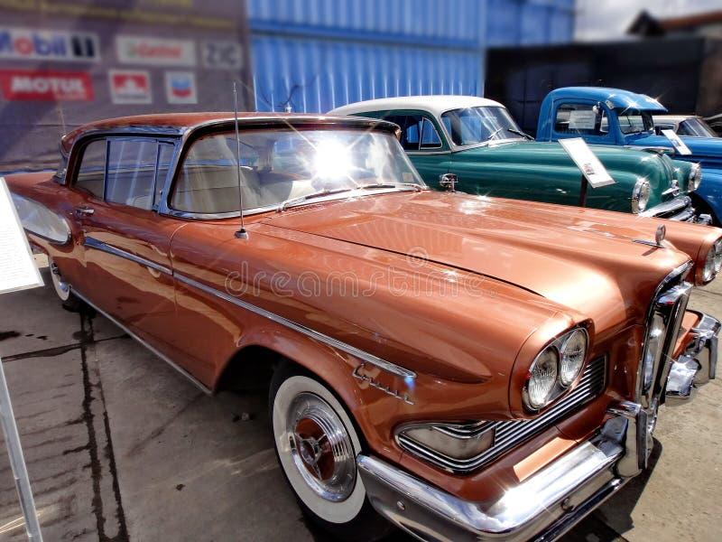 Exposition de r?tros voitures Voiture ?Ford Edsel Corsair ?de Brown, ann?e de la fabrication 1958, puissance 257 3 HP, ETATS-UNIS photos stock