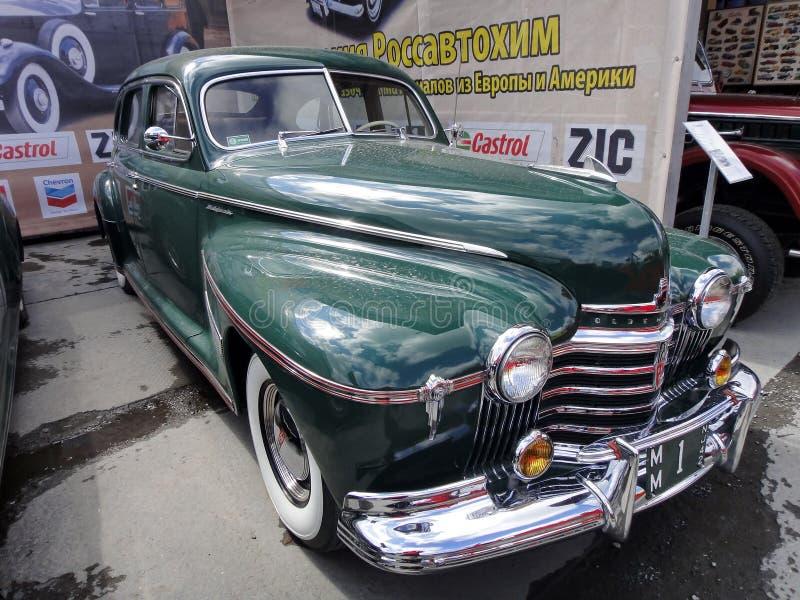 """Exposition de r?tros voitures Voiture verte """"Oldsmobile """", année de la fabrication 1941, capacité 115 HP, Etats-Unis La marque am image stock"""