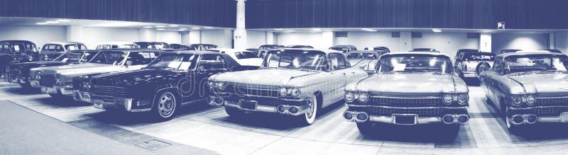 Exposition de voitures anciennes de vintage images stock