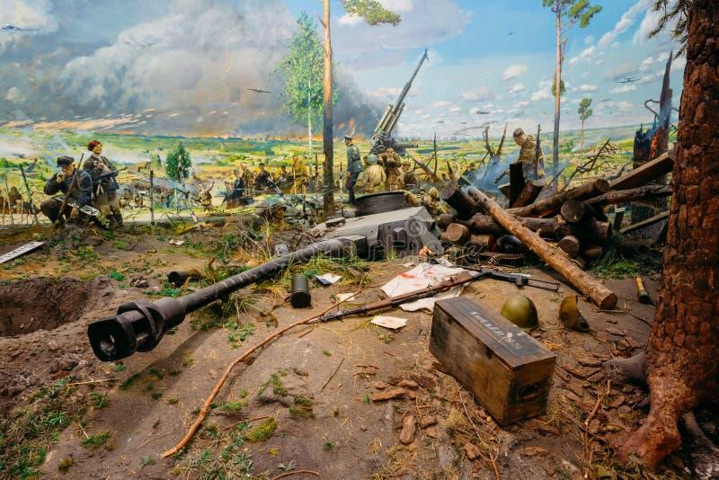 Exposition des armes et de l'équipement dans le musée biélorusse du Th image libre de droits
