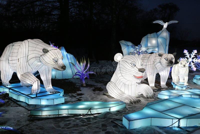 Exposition l?g?re des lanternes chinoises dans un jardin botanique photos stock
