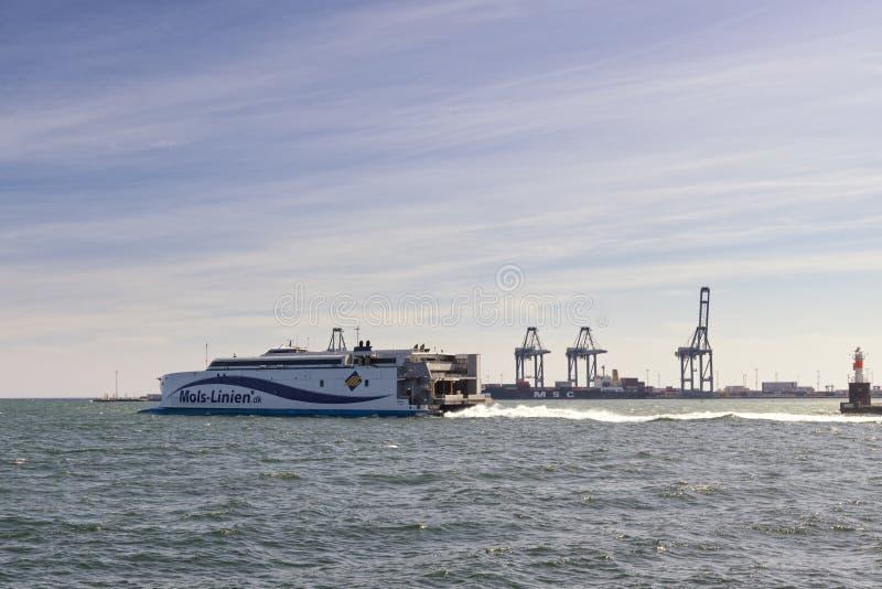 Exprese el transbordador que sale de Aarhus, Dinamarca fotografía de archivo
