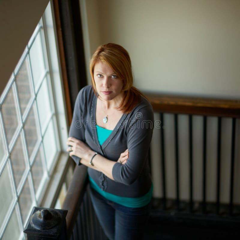 Expresión seria de la mujer fotografía de archivo libre de regalías
