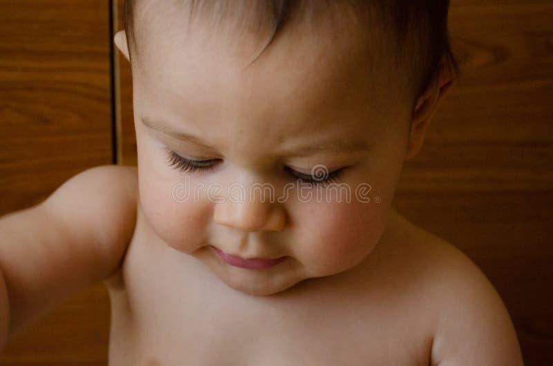 Expresion de visage de portrait de six mois mignons de b?b? gar?on photos libres de droits