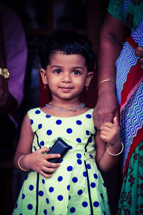 Expressão bonito de uma menina bonito fotografia de stock