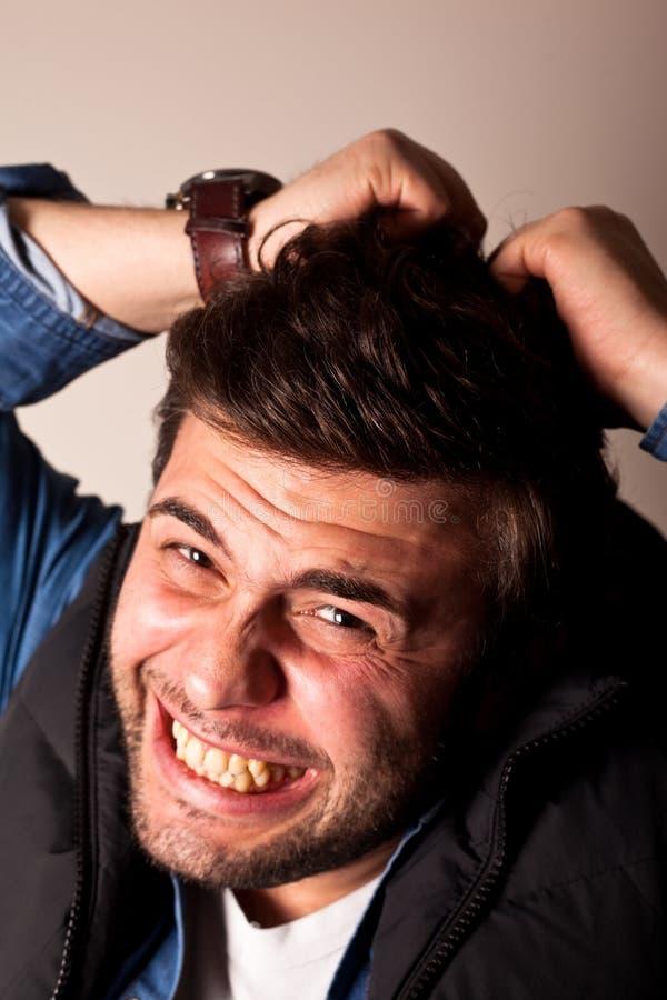 Expressão facial irritada de homem novo foto de stock royalty free