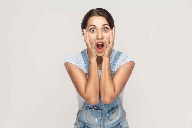 Expressões e emoções do rosto humano Posse nova árabe da mulher adulta fotos de stock