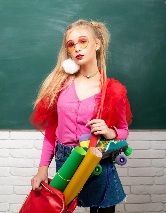 Express?o e forma do auto Estudante extravagante Forma da escola Adolescente creativo Estudante criativo da menina elegante fotos de stock royalty free