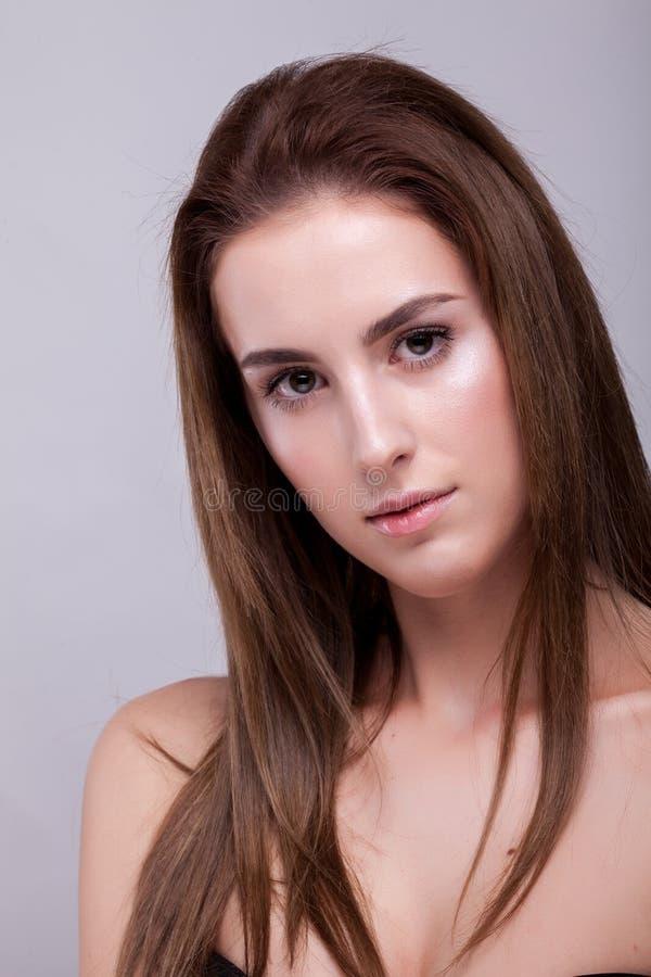 Expressieve vrouw met perfecte huid stock afbeelding