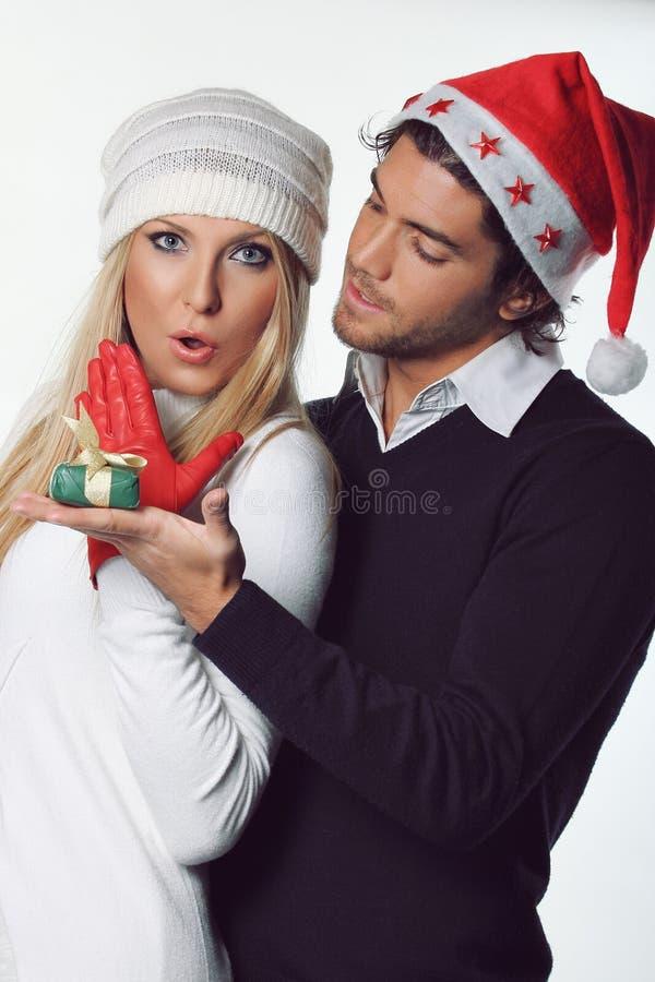 Expression étonnée pour le cadeau de Noël image libre de droits