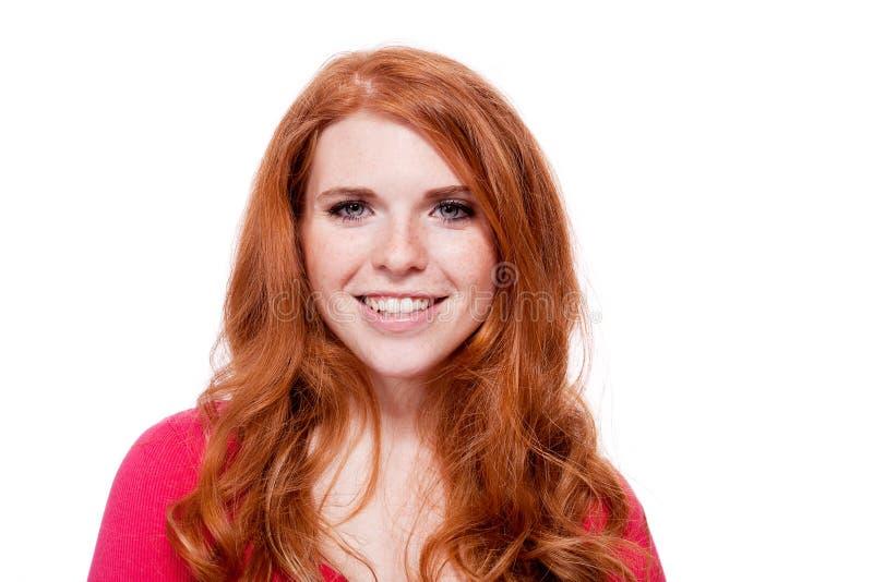 Expression d'isolement par portrait roux de sourire de femme de jeunes photographie stock