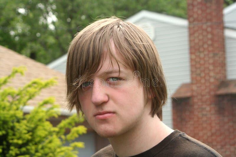 Expression de l'adolescence têtue de garçon photos libres de droits