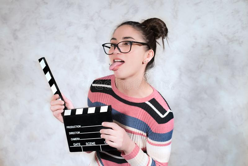Expression drôle de visage de femme de grimace de film de comédie photo stock