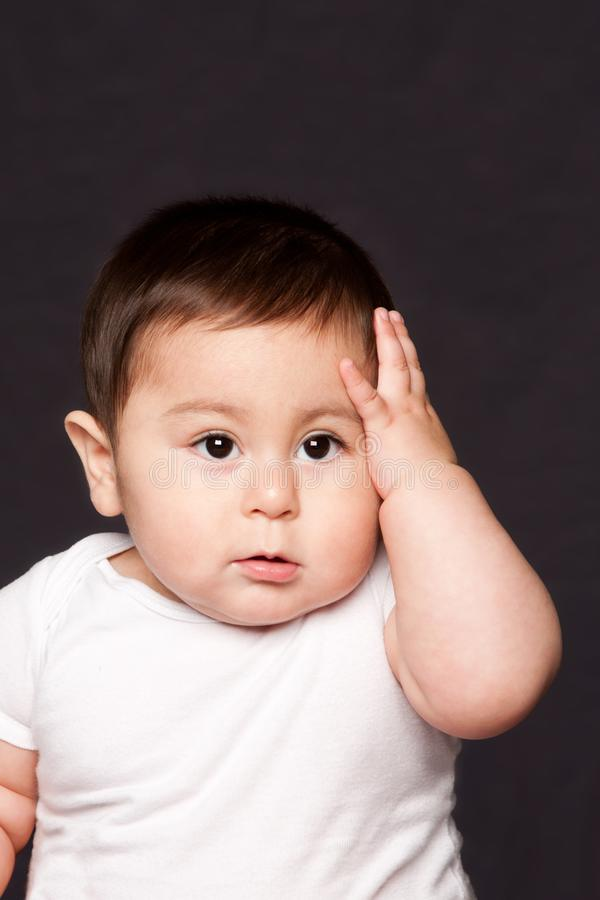 Expression drôle mignonne de visage de bébé photographie stock