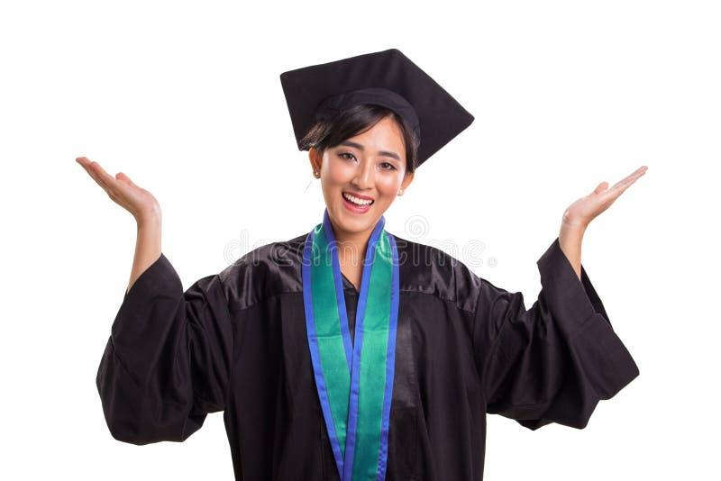 Expression reçue un diplôme de bonheur d'étudiante, d'isolement sur le fond blanc image libre de droits