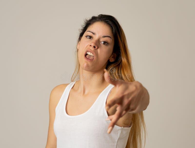 Expressions et ?motions humaines Jeune femme attirante d?sesp?r?e avec le visage f?ch? semblant furieux image libre de droits