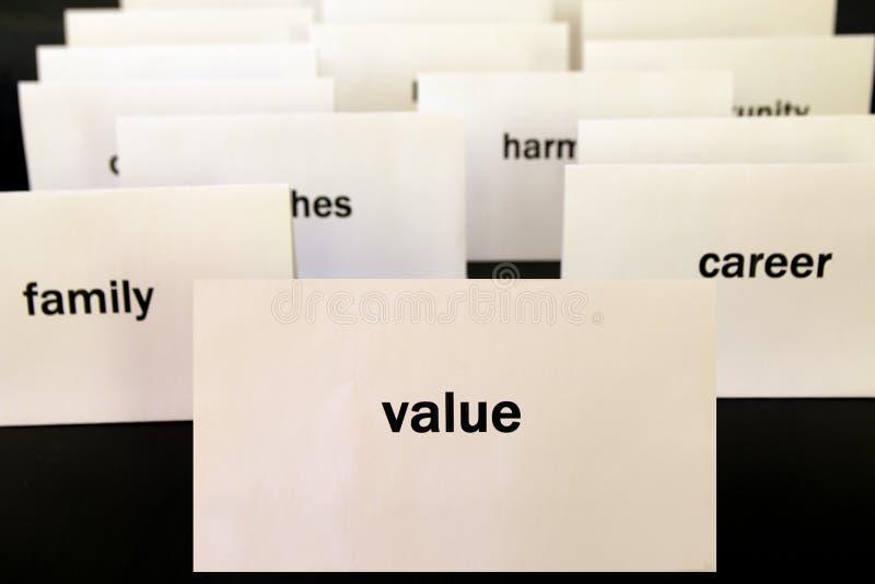 Exprima o valor em um cartão do Livro Branco cercado por outras palavras Prio imagem de stock royalty free