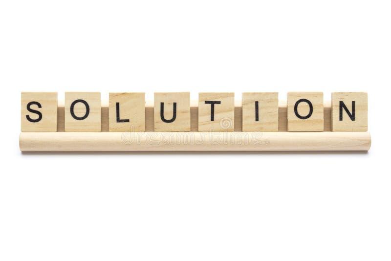 Exprima a `` solução `` escarafuncham sobre letras de madeira em uma cremalheira fotos de stock royalty free