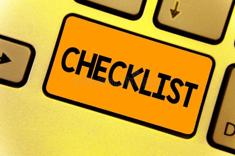 Exprimez le concept d'affaires de liste de contrôle des textes d'écriture pour la liste vers le bas de l'activité détaillée comme photographie stock libre de droits