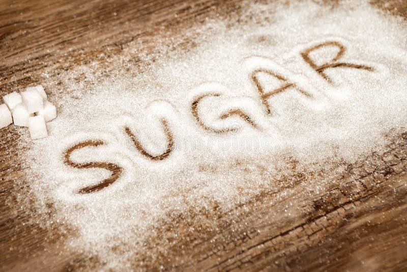 Exprimez le sucre et les cubes en sucre sur le fond en bois, leve élevé de sucre image stock