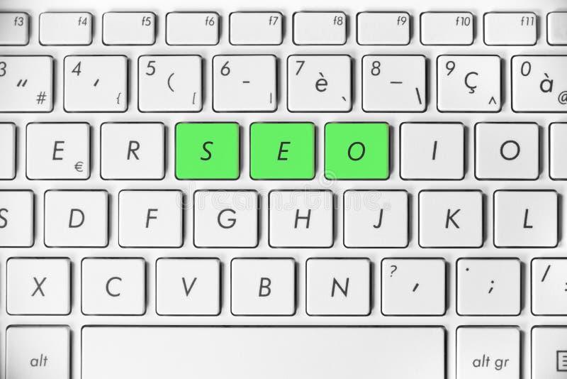 Exprimez SEO écrit sur un clavier d'ordinateur blanc, concept d'optimisation de moteur de recherche, rang de site Web d'Internet photos stock
