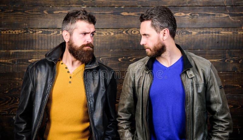 Exsude a masculinidade r Relance restrito dos concorrentes seguros Conceito da masculinidade masculinity fotos de stock