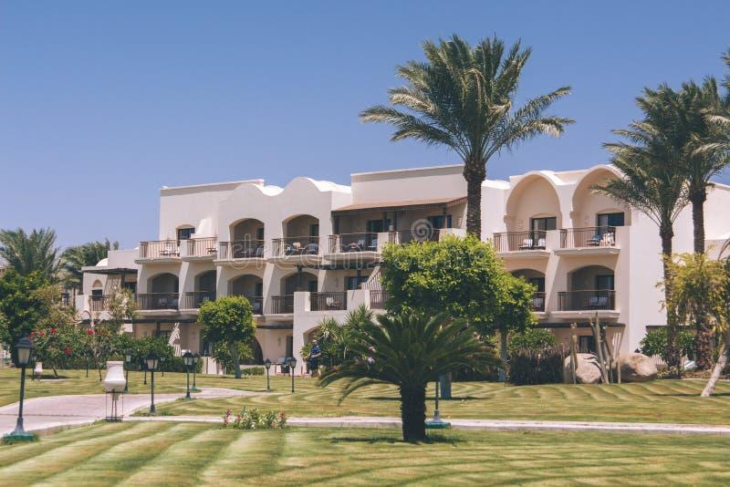 Extérieur Arabe d'architecture d'hôtel de l'Egypte de lieu de villégiature luxueux d'été image libre de droits