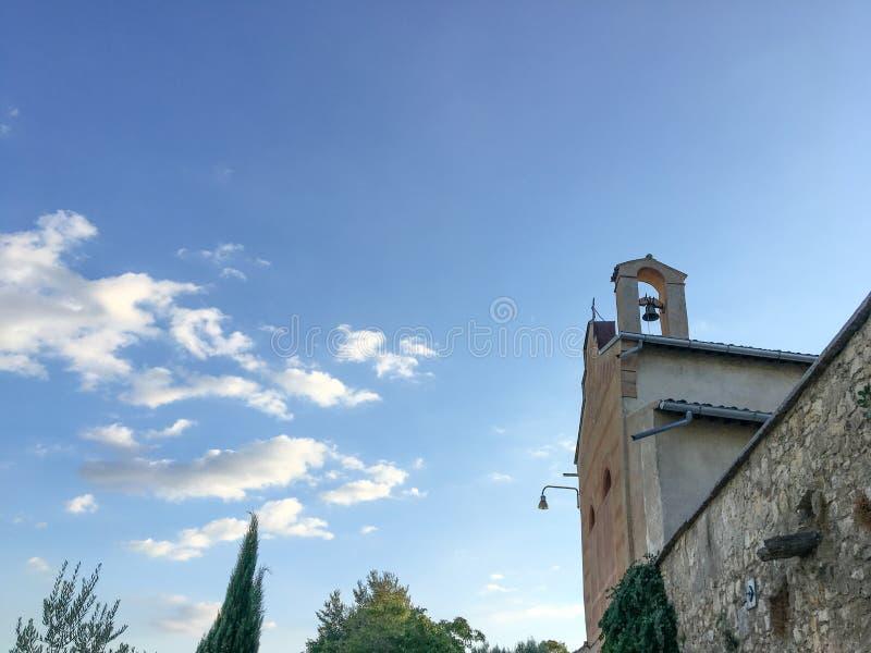 Extérieur avec le ciel et les nuages d'une vieille maison dans Bure, San Pietro dans Cariano, Italie photos libres de droits