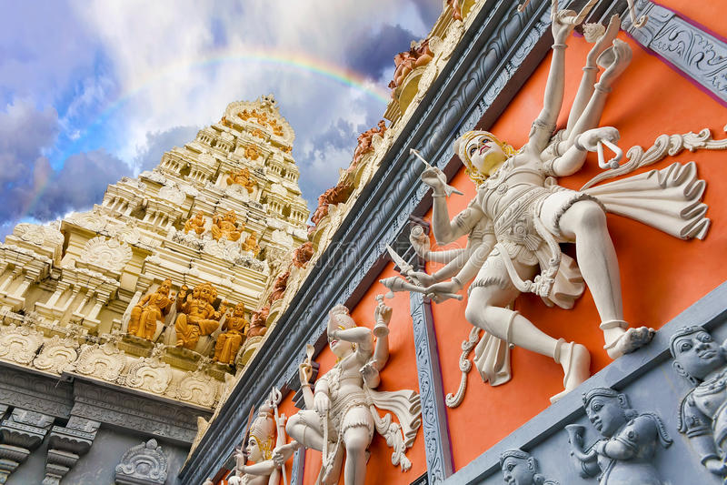 Extérieur d'architecture de Dravidian de temple hindou image libre de droits