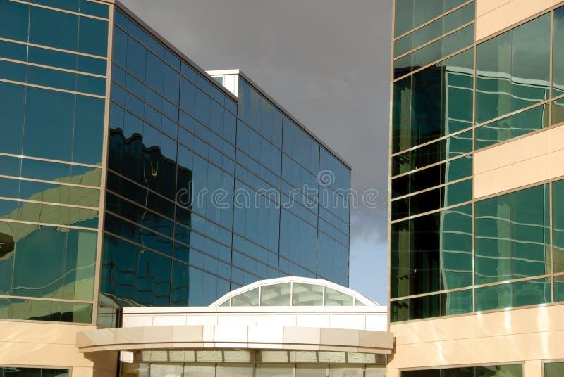 Extérieur d'immeuble de bureaux photographie stock