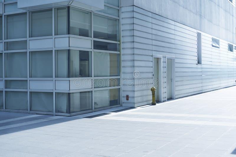 Extérieur d'un immeuble de bureaux moderne photographie stock libre de droits