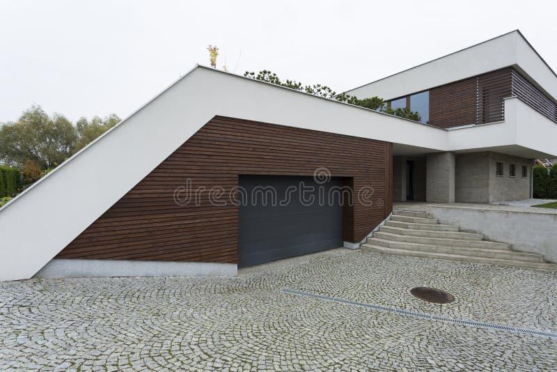 Extérieur d'une maison moderne photo libre de droits