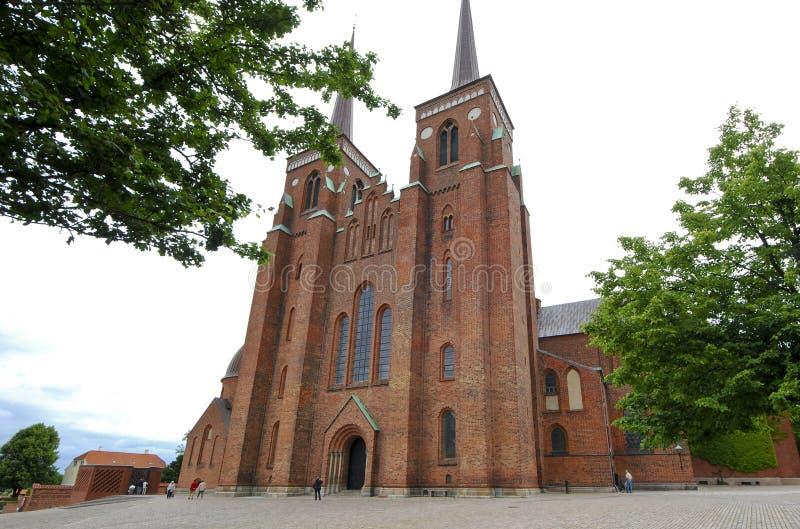 Extérieur de la cathédrale de Roskilde au Danemark photographie stock libre de droits