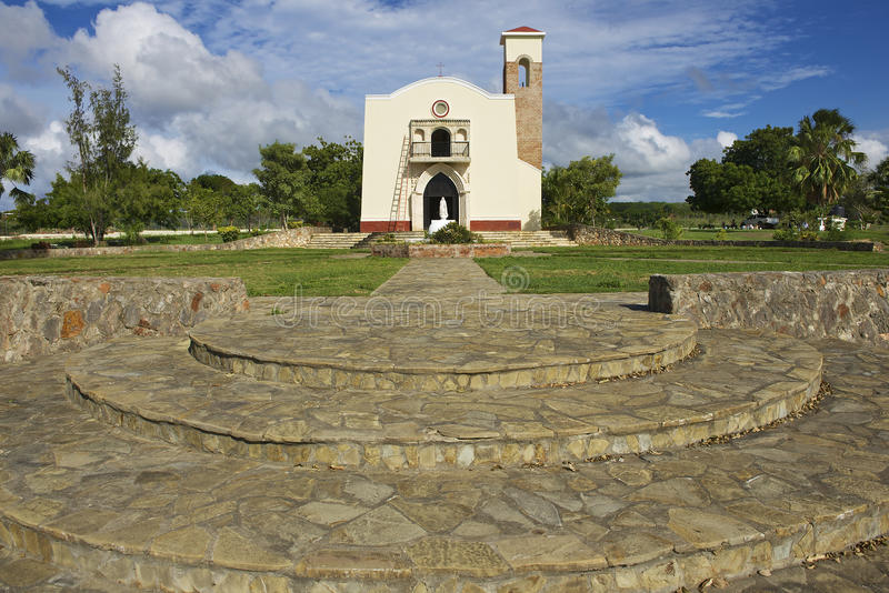 Extérieur de la reproduction de la première église des Amériques dans Puerto Plata, République Dominicaine  images stock